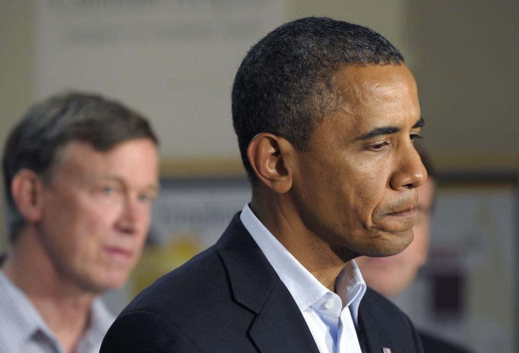 El presidente Barack Obama visitó a los familiares de las víctimas en el hospital de la Universidad de Colorado en Aurora, Colo., el domingo 22 de Julio. Estaba acompañado por el gobernador de Colorado John Hickenlooper.