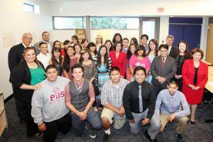 Jóvenes aprenden sobre finanzas personales