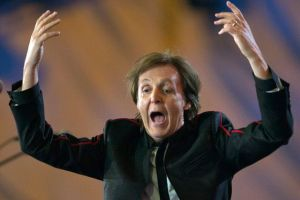 ¡Paul McCartney reveló con qué integrante de The Beatles se masturbó en una fiesta!