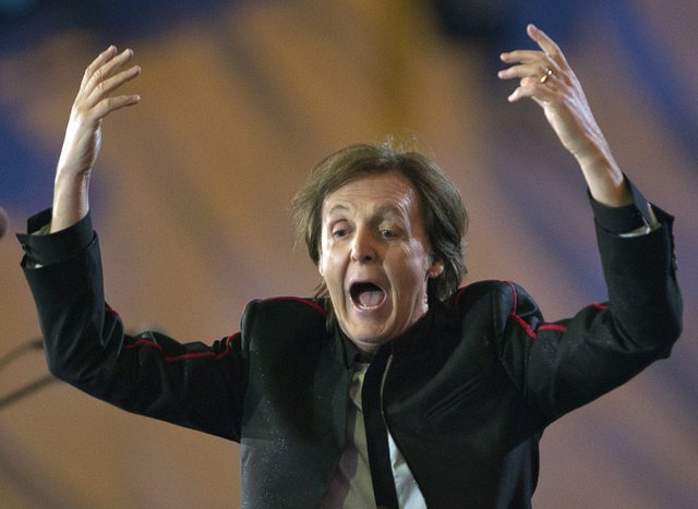 ¡Paul McCartney reveló con qué integrante de The Beatles se masturbó en una fiesta!
