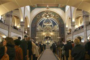 Una antigua sinagoga  recobra brillo