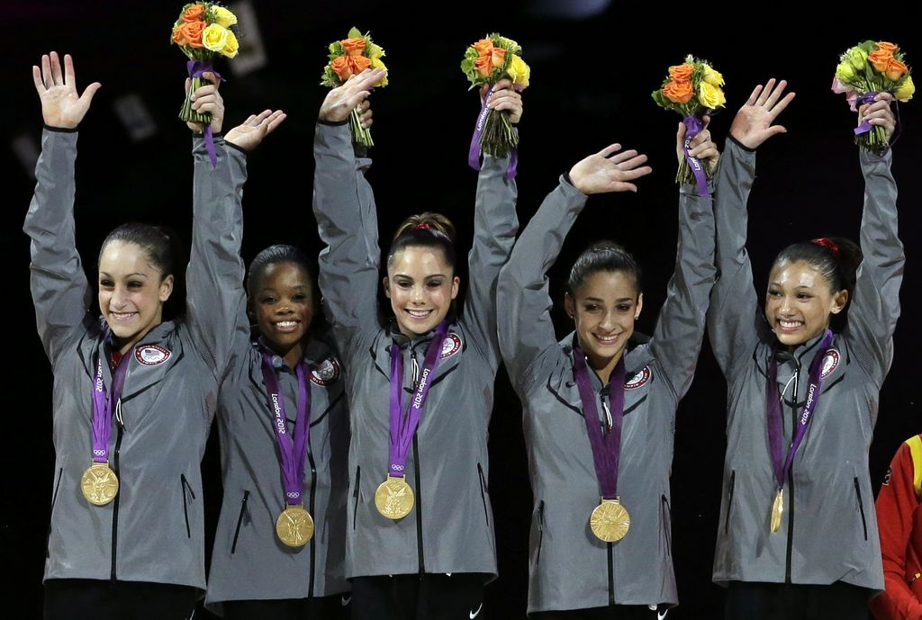 EEUU gana oro en gimnasia artística, luego de 16 años de sequía(fotos)