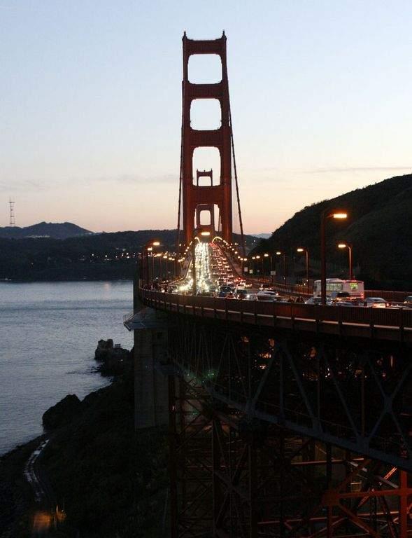 Detienen al hombre que pasó la noche en una torre del Golden Gate