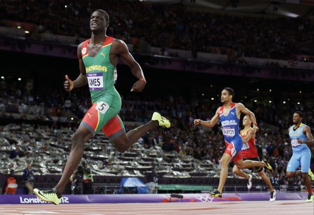 Dominicano Luguelín Santos logra la plata en los 400 metros