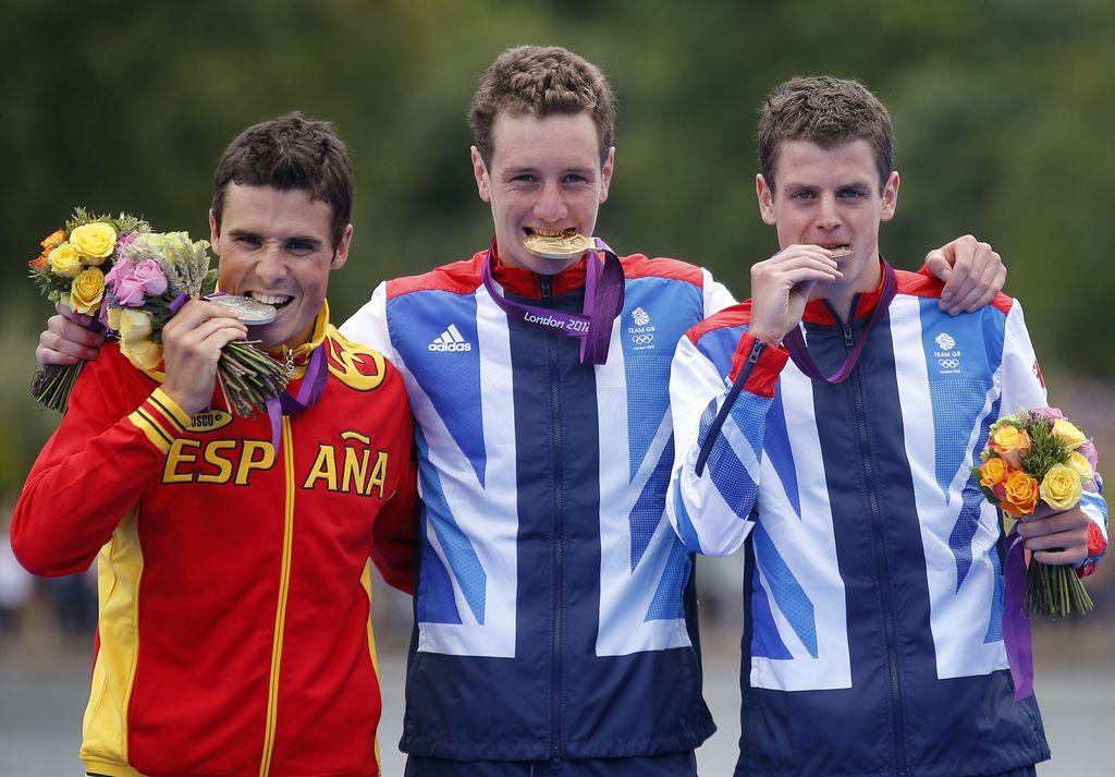 Olimpiadas 2012: Brownlee se desmaya al llegar tercero en triatlón (fotos)