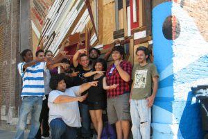 Estudiantes de Yollocalli crean mural con material reciclado