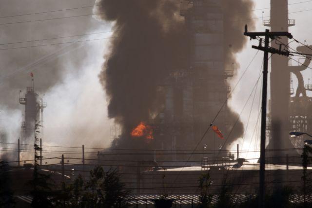 Extinguen incendio en Chevron (video)
