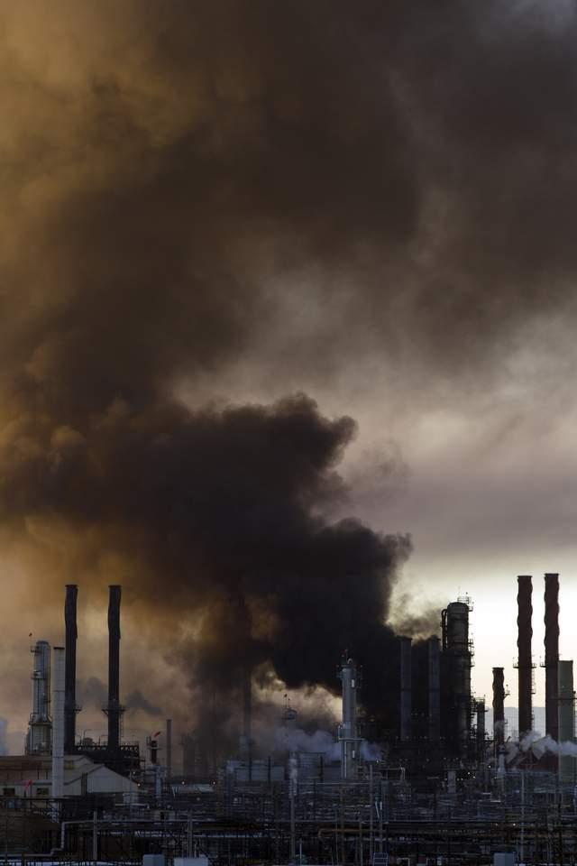 Fuego en importante refinería