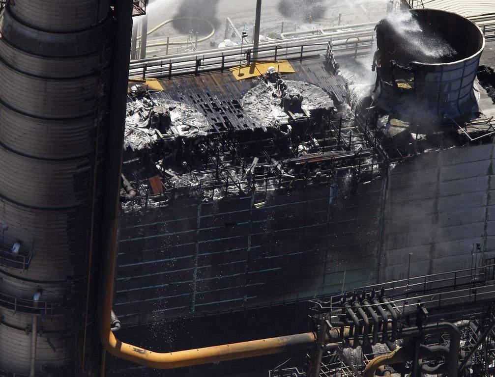 Critican lenta respuesta de Chevron ante el incendio (fotos y video)
