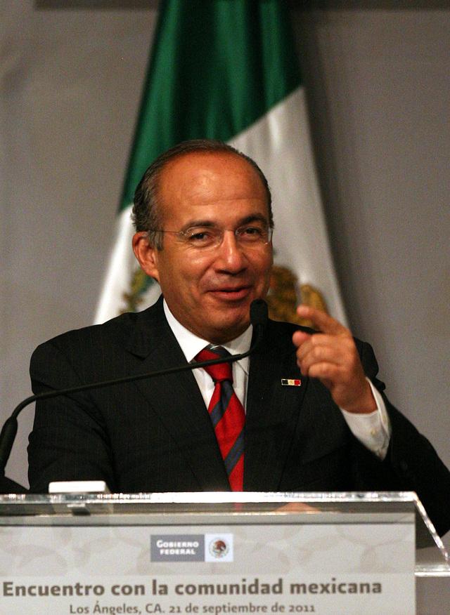 Calderón promulga su  reforma política