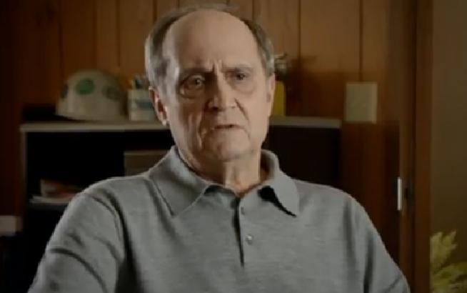 Molesto Romney por anuncio en su contra con paciente de cáncer