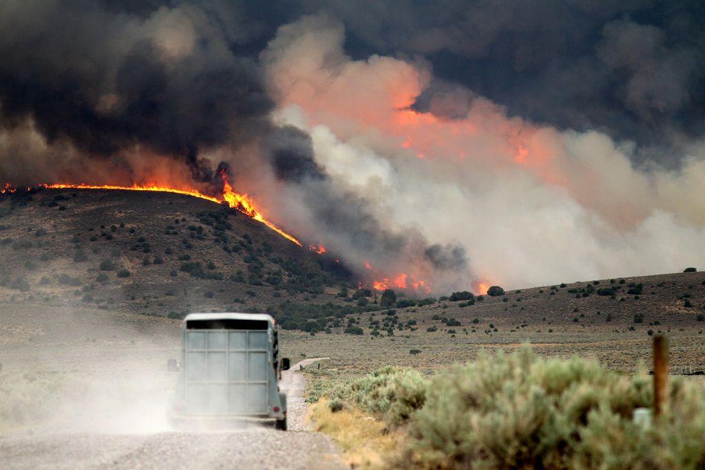 Fuego incontenible arrasa 900 hectáreas en San Diego