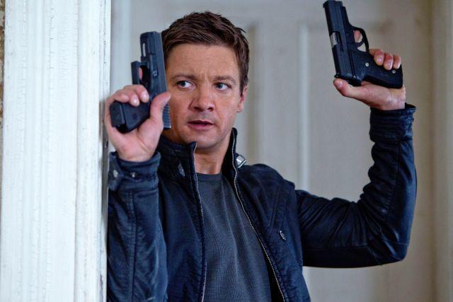 """""""El legado Bourne"""" desbanca a """"Batman"""" en la taquilla"""