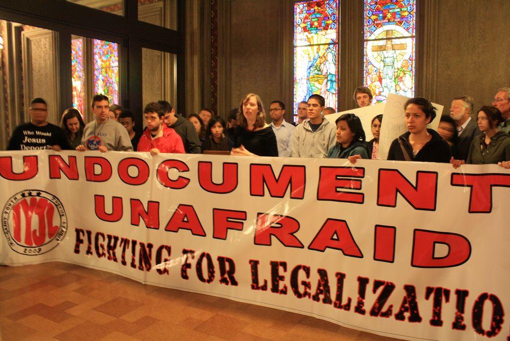 Activistas de Chicago advierten de peligros de acción diferida