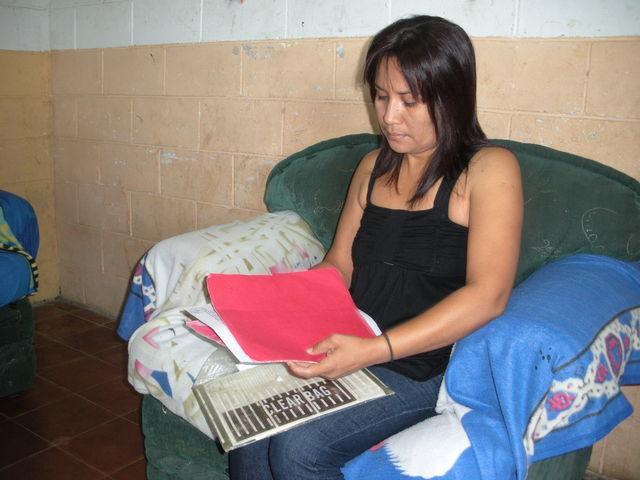 Salvadoreños están solos ante la extorsión y la tortura