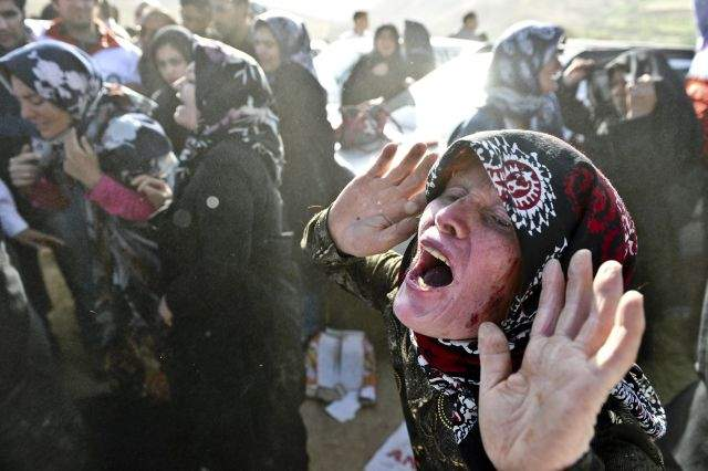 Muertos por terremotos en Irán ya pasan los 300 (Fotos)