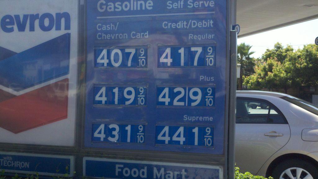 Gobernador Newsom ordena investigación a los altos precios de gasolina