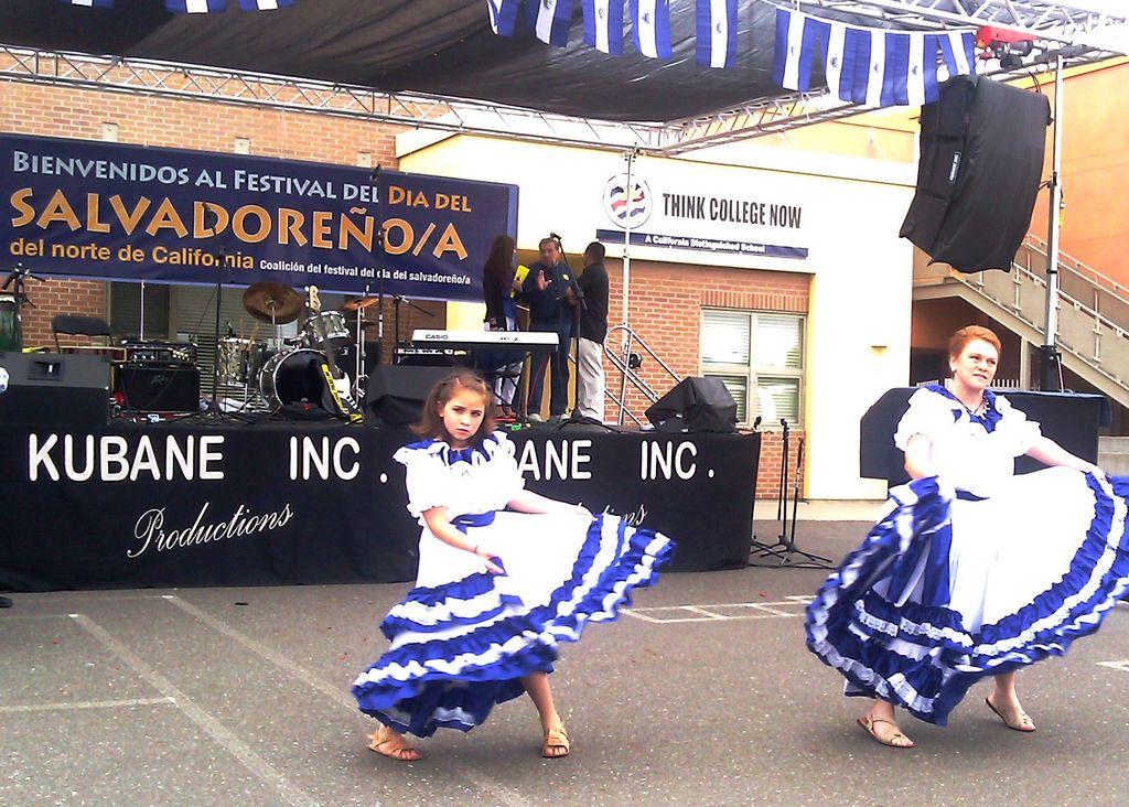 Salvadoreños celebran su día en San Francisco