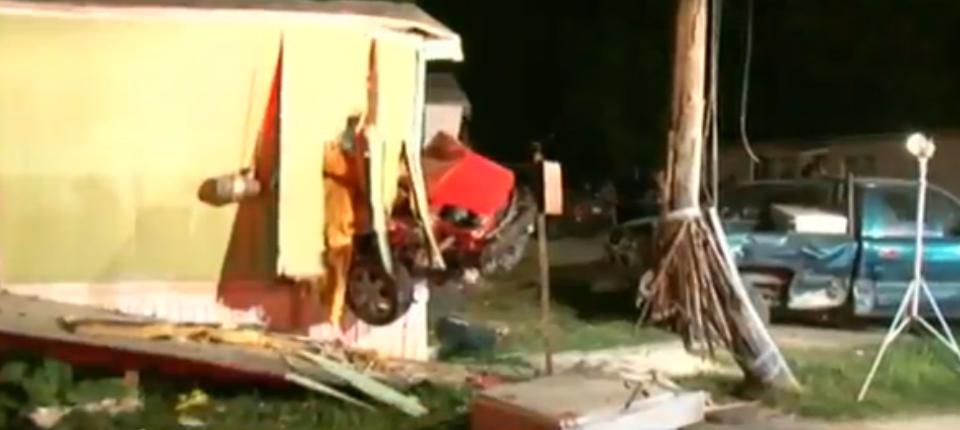 En menos de 24 horas, dos conductores impactan residencias en Houston