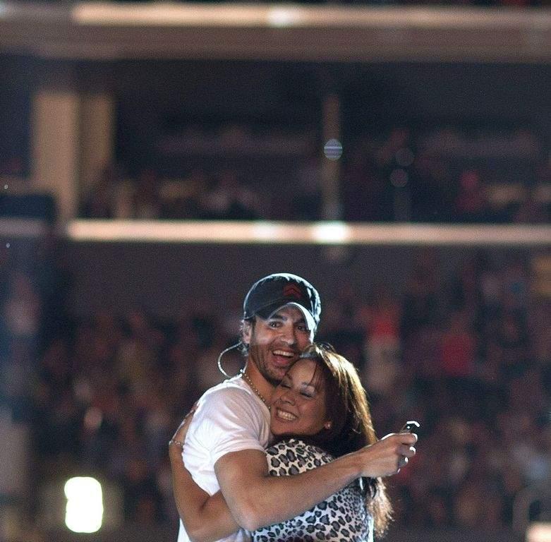 Jennifer y Enrique cautivan a Los Angeles (fotos y video)