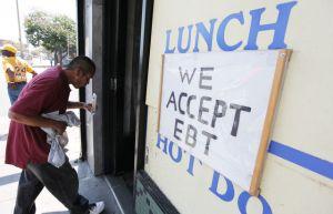 Muchos pasan hambre por no pedir beneficios CalFresh, dicen autoridades
