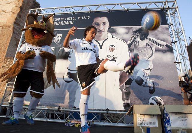 Andrés Guardado ya juega como español