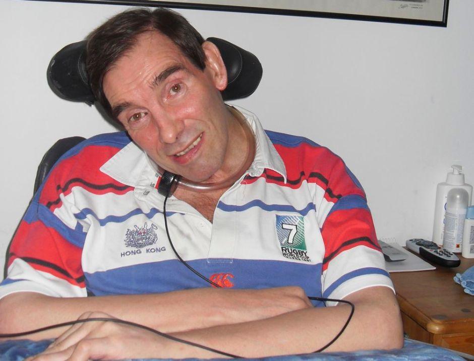Murió británico con parálisis sin lograr la eutanasia