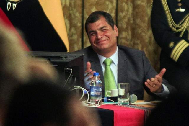 Correa dice de contactos con  Reino Unido