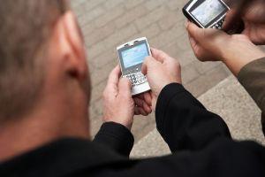 ¿Mensajes de texto arruinan el arte de la conversación?