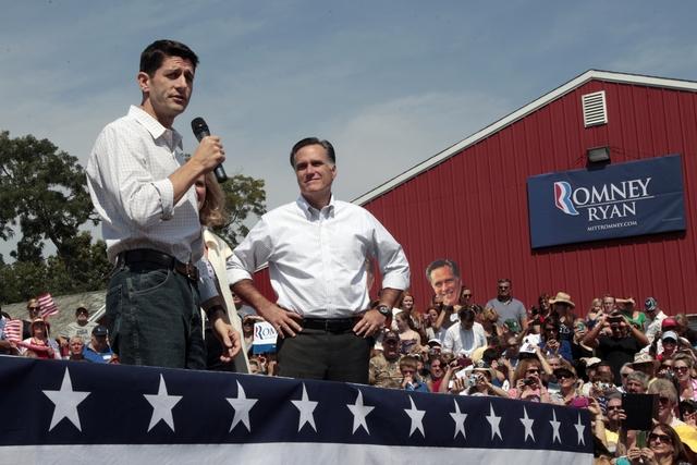 Romney apila reseñas  de adinerados