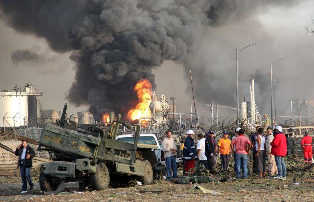 Venezuela reporta 26 muertos por explosión en refinería