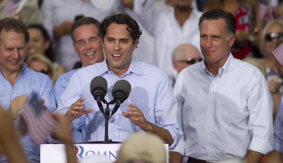 El hijo de Mitt Romney, Craig, habló en español ante un grupo de simpatizantes en Miami el 13 de agosto de 2012.