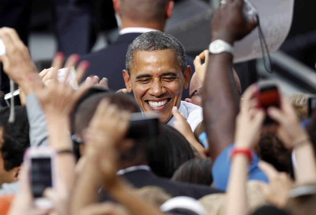 Obama corteja a los votantes universitarios