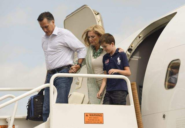 Romney adelantó su viaje a Tampa para estar junto a su esposa Ann, quien hoy dará un discurso en la convención.