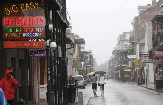Isaac se convierte en tormenta y acecha Nueva Orleáns (Fotos)