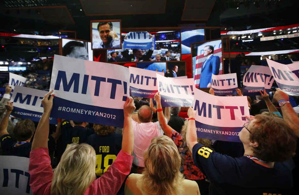 En el primer día de actividades de la convención republicana, los asistentes expresaron su apoyo a Mitt Romney.
