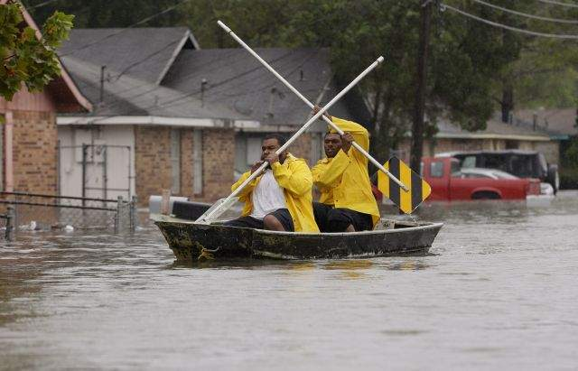 Las autoridades temen que empeoren las inundaciones debido a Ios efectos de Isaac.