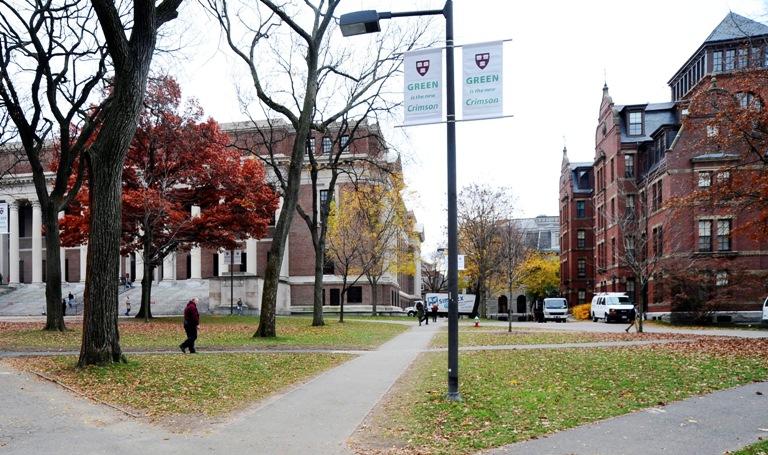 Harvard investiga a más de 100 estudiantes por plagio