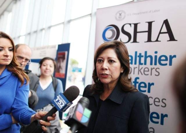 Hilda Solis asegura que trabajador hispano está progresando
