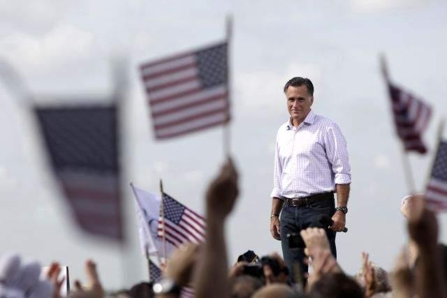 Romney visita a los afectados por el huracán Isaac