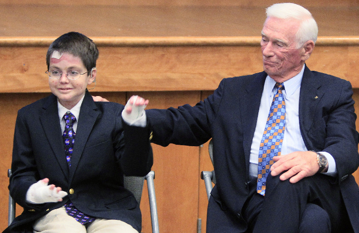 Crean fondo para salud infantil en honor a Neil Armstrong (Fotos)