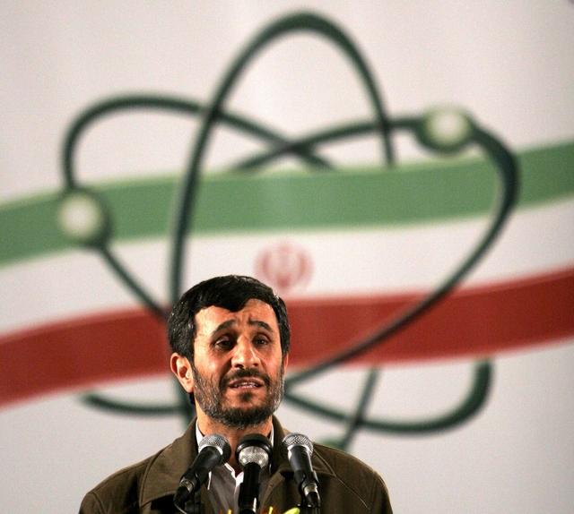 El presidente de Irán, Mahmoud Ahmadinejad, hablaba en  ceremonia y alegaba el uso pacífico de la energía nuclear por su país.