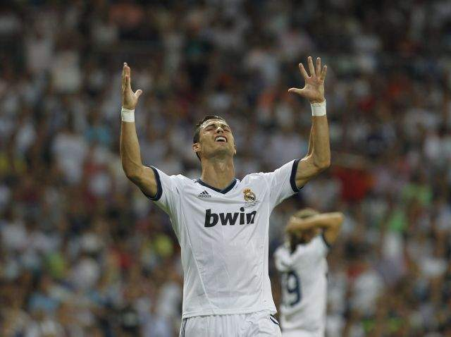 "Clubes ingleses quieren liberar de ""tristeza"" a Cristiano Ronaldo (video)"