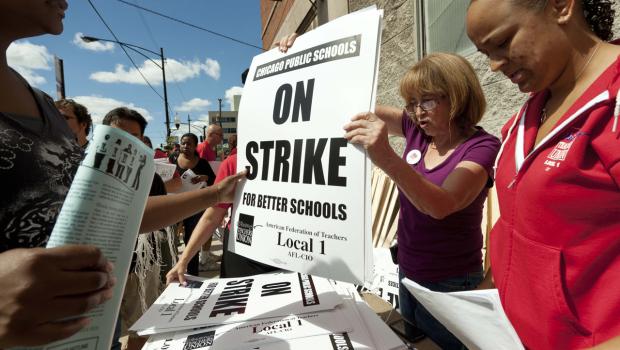 Maestros de Chicago en huelga por primera vez en 25 años