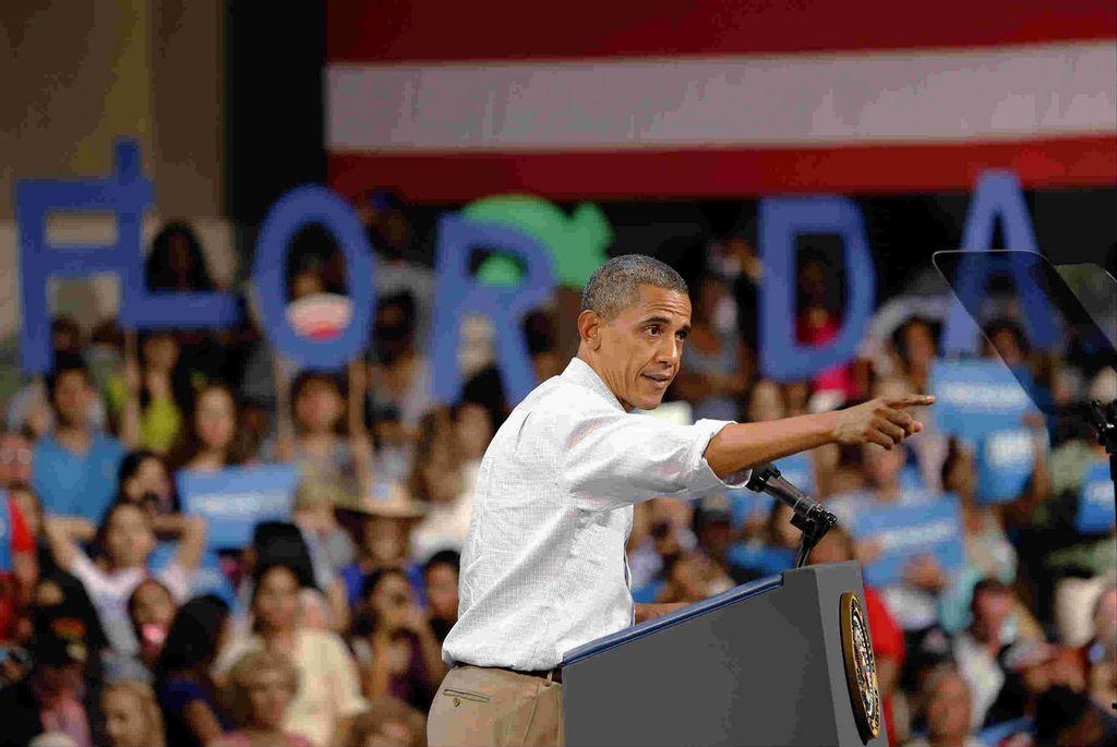 Obama aventaja a Romney en encuesta y fondos