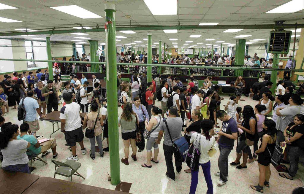 EE.UU. aprueba 1er aplazamiento a deportaciones