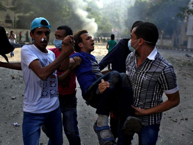 224 heridos en choques de embajada EEUU en El Cairo (Fotos)