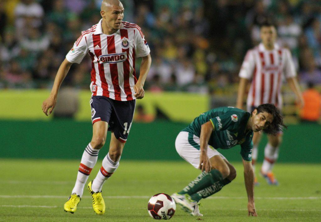 Chivas viene de atrás y vence a León 2-1 (fotos)