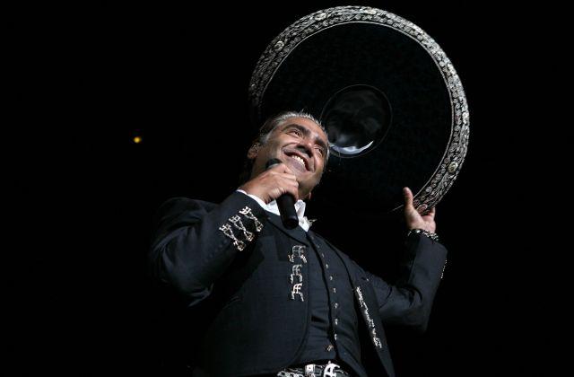 Alejandro Fernández ofrece concierto con sabor a México