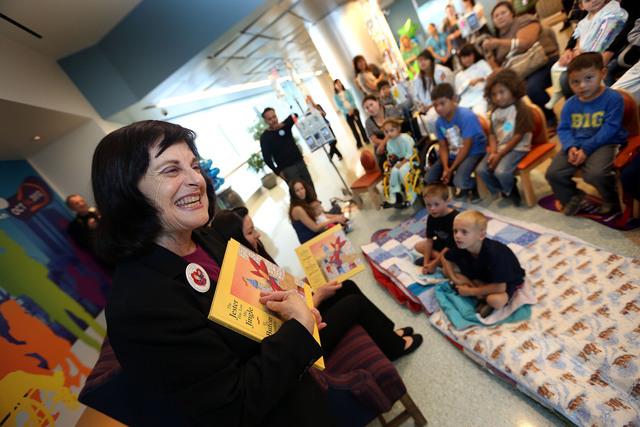Libro bilingüe para pequeños pacientes